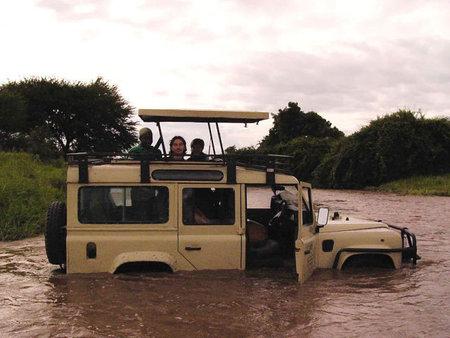 31 Landrover In Flooded Mdonya, Ruaha Jpg